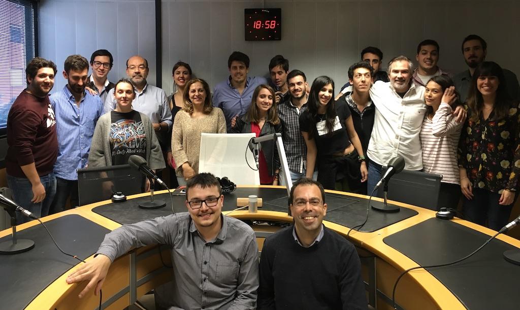 Los alumnos de la 20ª edición del Máster COPE de Radio con el equipo de La Tarde de Cope